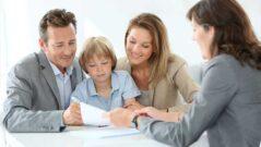 Bankovní předschválené úvěry - foto podpis smlouvy