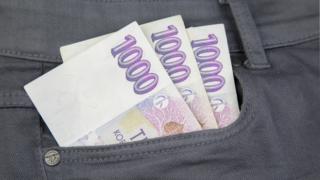 Plus půjčka - SMS Credit - Cool Money - nebankovní půjčky - foto peníze v kapse