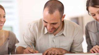 Soukromé půjčky - foto podpis smlouvy