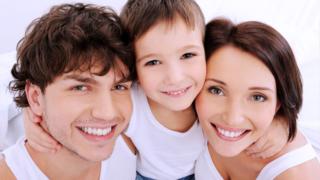 Výplata - dar - výhra - půjčka - vše souvisí - foto finančně spokojená rodina
